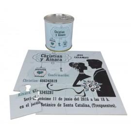 Invitacion de boda puzzle novios silueta en lata